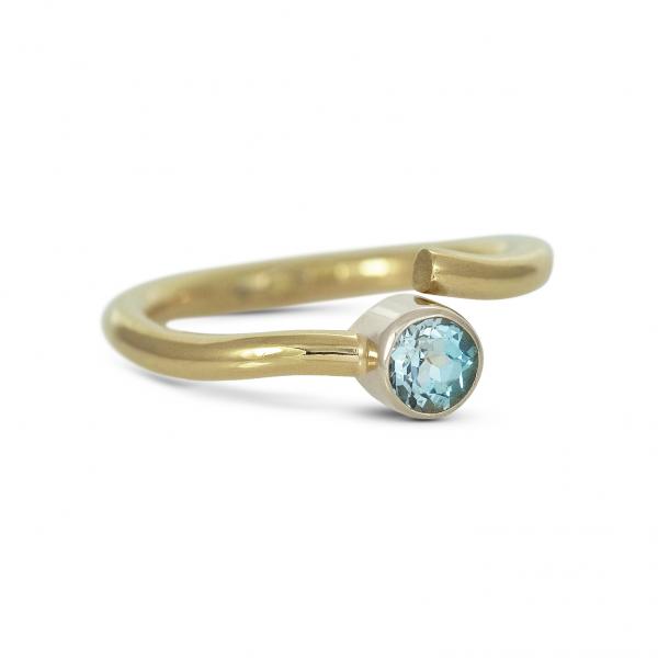 złoty pierścionek z topazem sky, ja. jabłońska bizuteria