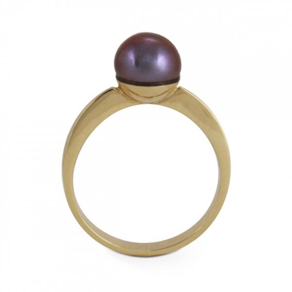złoty pierścionek z perłą.