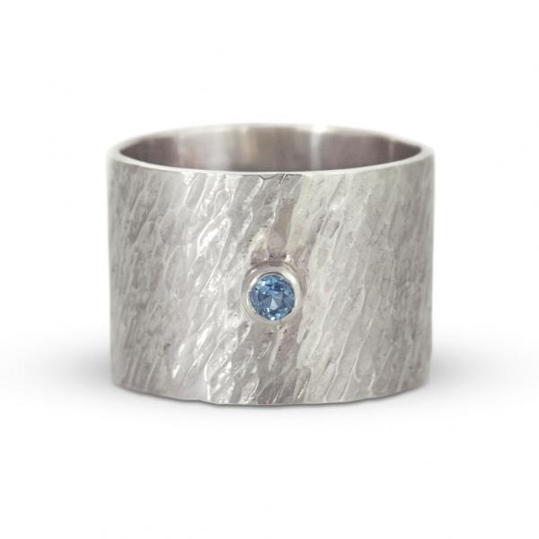 srebrna szeroka obrączka młotkowana, ja. jabłońska biżuteria