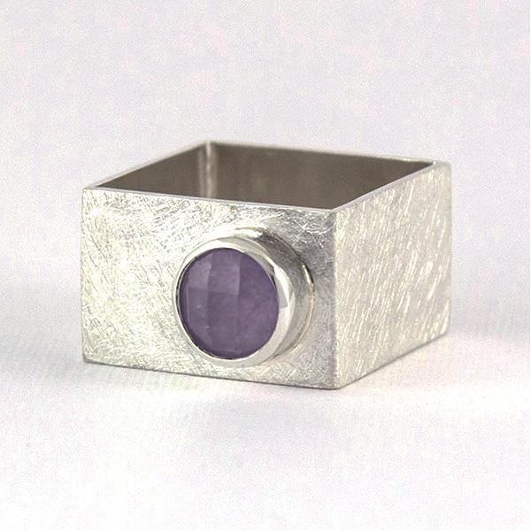 srebrny kwadrtowy pierścionke ze spinelem, ja. jabłońska bizuteria