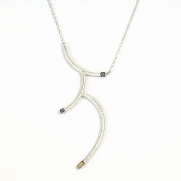 srebrny wisiorek gałązka, ja. jabłońska bizuteria, jablonska jewellery