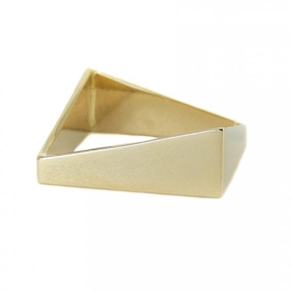 złoty kwadratowy pierścionek, geometryczny, ja. jabłońska biżuteria, jablonska jewellery