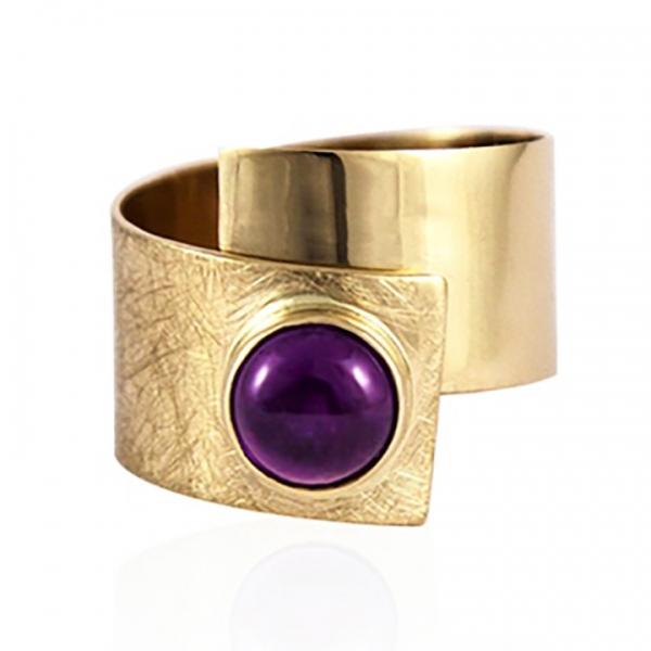 szeroki, złoty pierścionek, ametyst na złotej taśmie, ja. jabłońska biżuteria