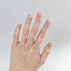 brylant i kwadratowa delikatność, pierścionek z białego złota, ja. jabłońska bizuteria, jablonska jewellery