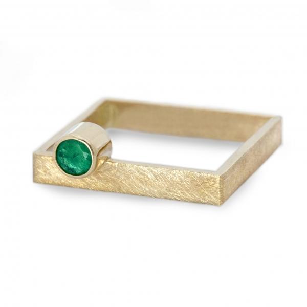 szmaragd, złoty kwadratowy pierscionke, jabłonska biżuteria, ja biżuteria