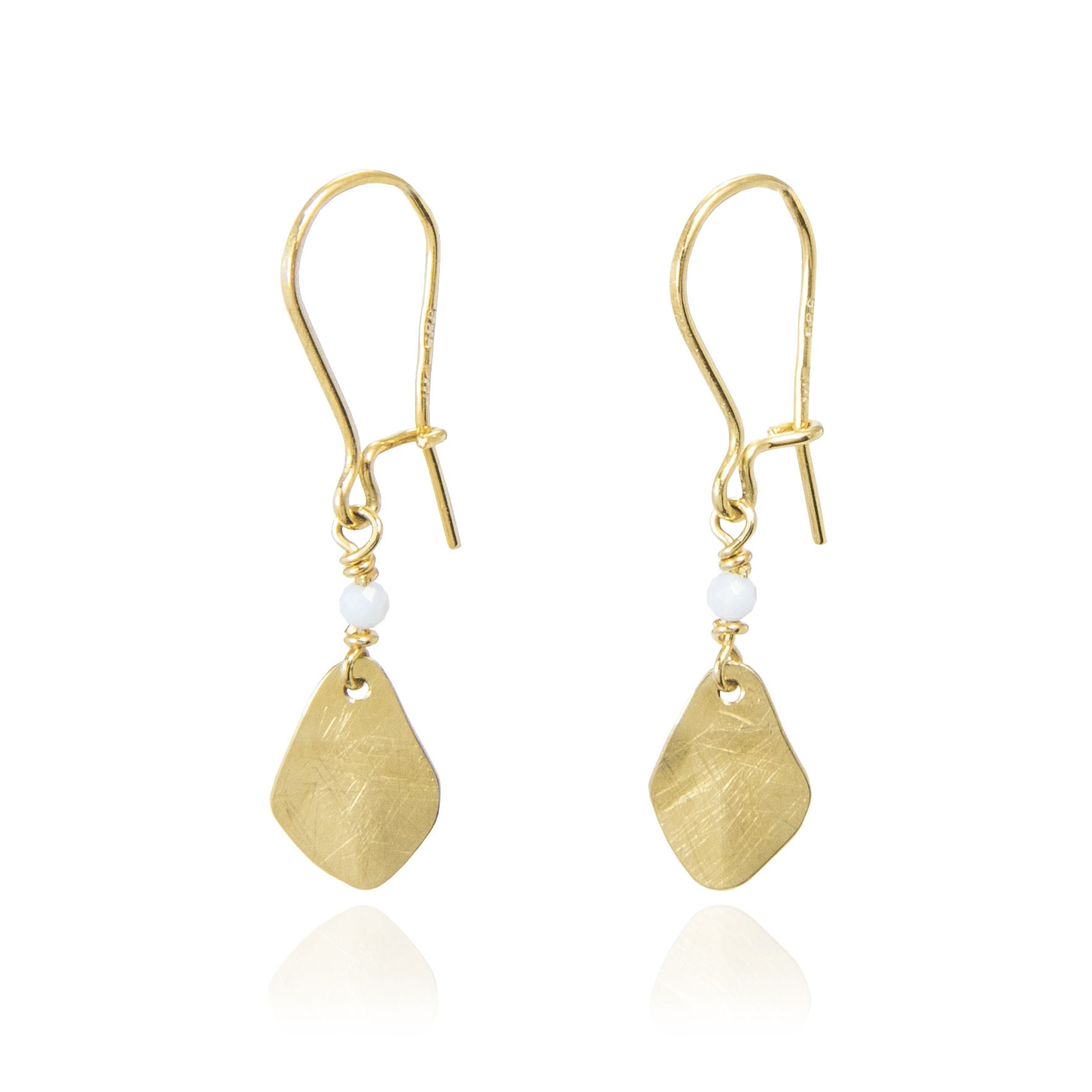 Trembling shine earrings with chalcedony