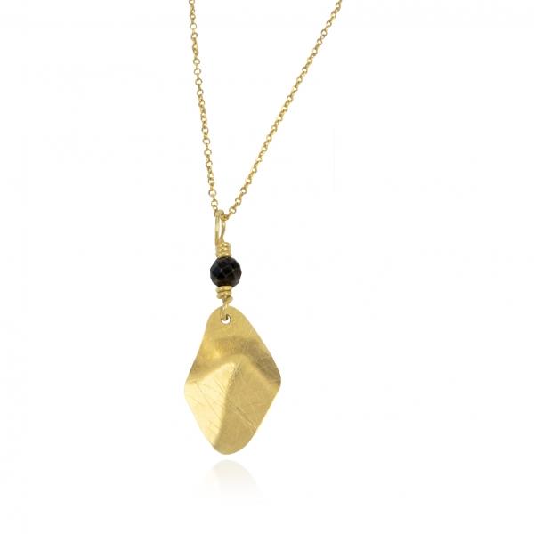 trembling shine with onyx pendant