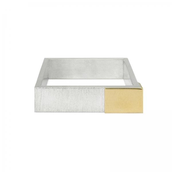 srebrny kwadrat z lustrem złota