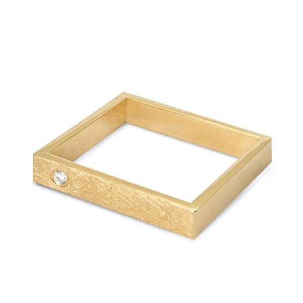 Złoty kwadrat: żółte złoto z brylantem.