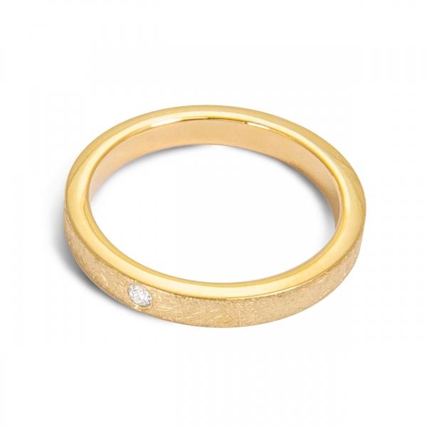 złoty pierścionek - obrączka z brylantem